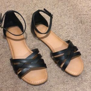 Old Navy strappy black ankle sandals size 6.5